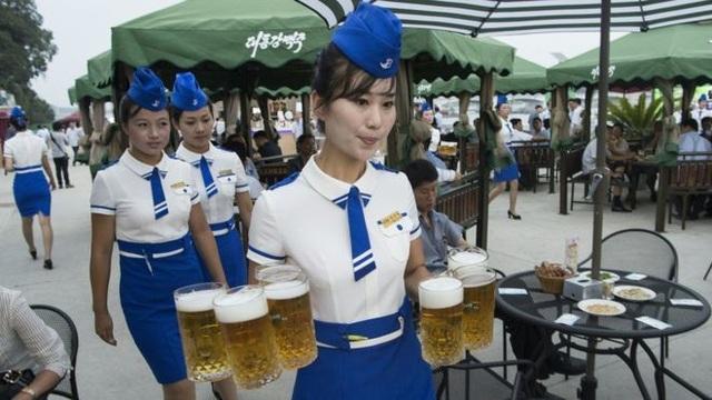 Bên trong quán bar kỳ lạ không ghế ngồi ở Triều Tiên - 1