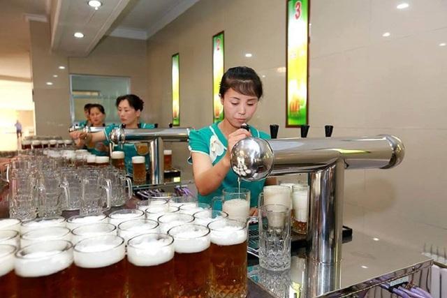Bên trong quán bar kỳ lạ không ghế ngồi ở Triều Tiên - 2