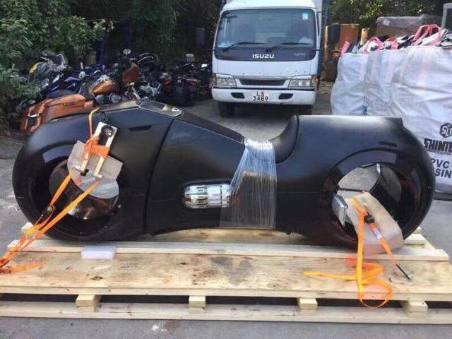 Choáng: Phúc XO tậu 2 môtô 10 tỷ có bánh không trục, động cơ 2000cc - 6
