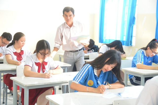 Chung lớp, chung phòng thi: Khó tránh tiêu cực - 1