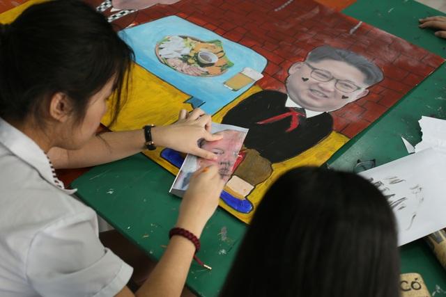 Hà Nội: Học sinh chào Hội nghị Thượng đỉnh Mỹ - Triều bằng poster độc đáo - 2