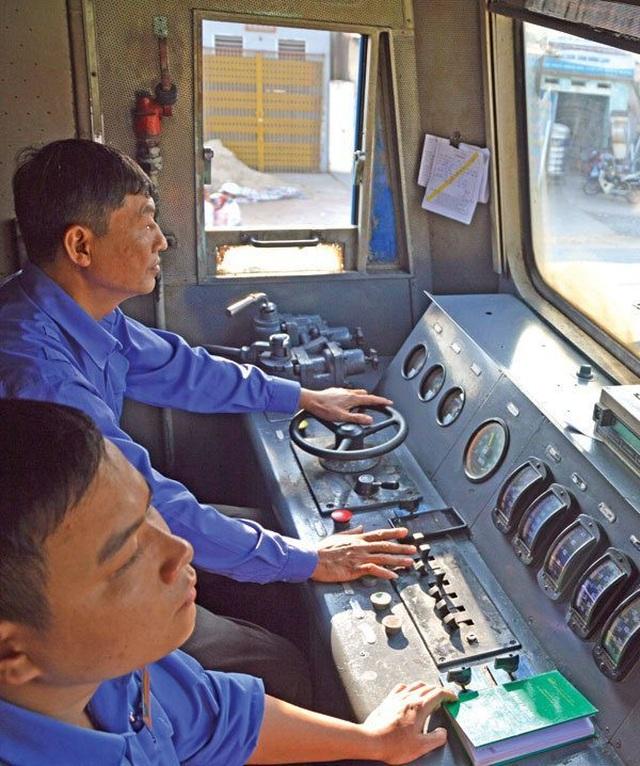 Lái tàu hỏa - nghề khổ, nghiệp nguy - 1