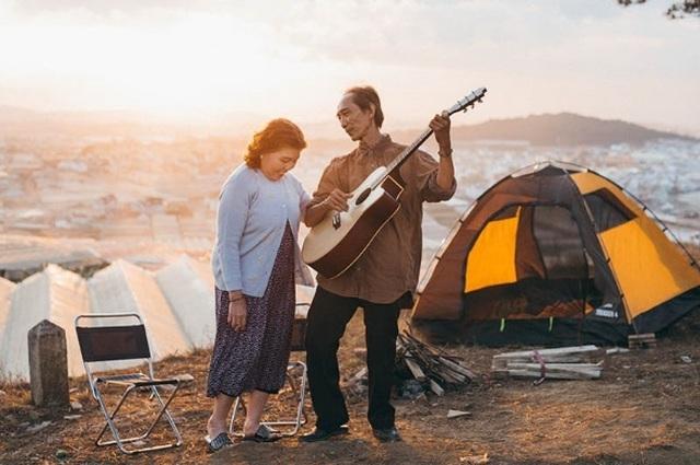 """Ngưỡng mộ tình yêu gần 40 năm vẫn """"xanh ngát"""" của hai ông bà Sài Gòn - 1"""