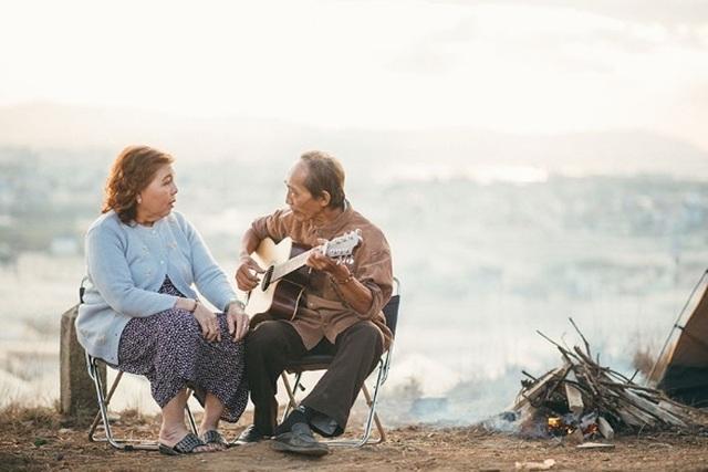 """Ngưỡng mộ tình yêu gần 40 năm vẫn """"xanh ngát"""" của hai ông bà Sài Gòn - 3"""