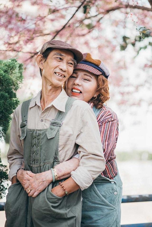 """Ngưỡng mộ tình yêu gần 40 năm vẫn """"xanh ngát"""" của hai ông bà Sài Gòn - 6"""