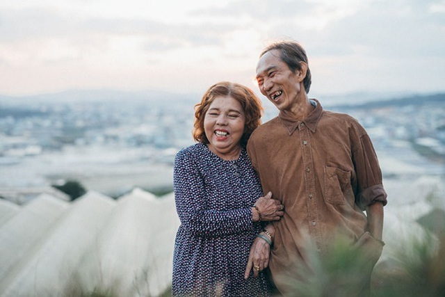 """Ngưỡng mộ tình yêu gần 40 năm vẫn """"xanh ngát"""" của hai ông bà Sài Gòn - 7"""