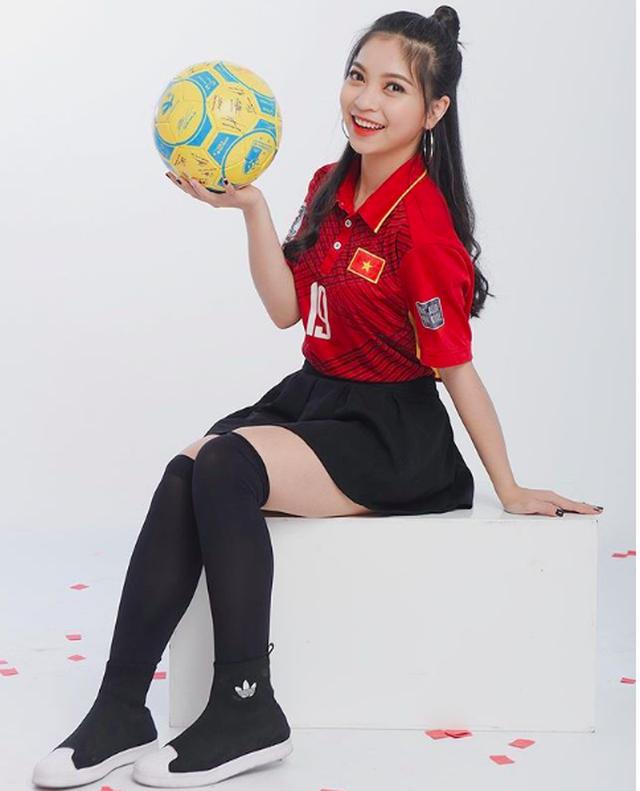 Bạn gái cầu thủ Quang Hải khoe thử váy cưới, làng bóng sắp có tin vui? - 3