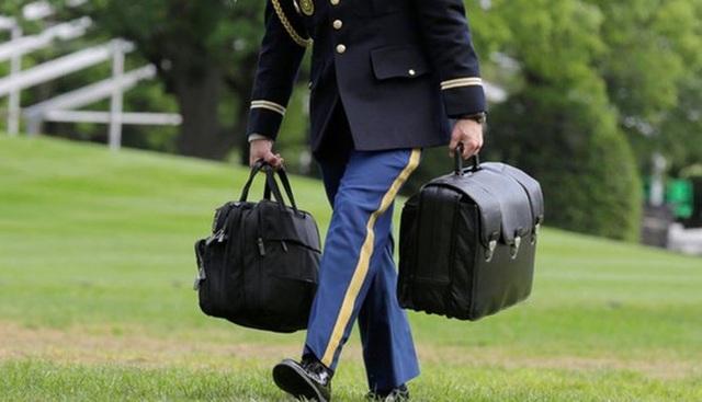 Vali hạt nhân luôn đi cùng Tổng thống Mỹ như hình với bóng - 1