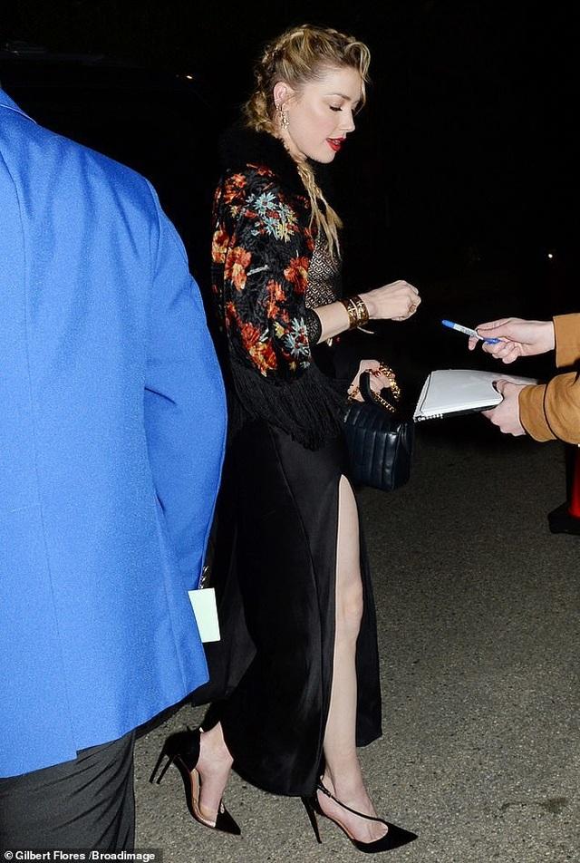 Amber Heard diện áo không nội y - 4