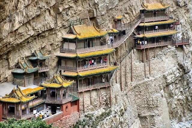 Bí ẩn về ngôi chùa 1500 năm tuổi nằm chênh vênh giữa hẻm núi dựng đứng - 2