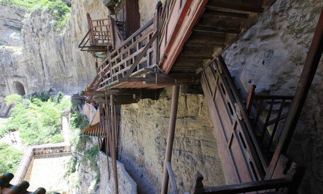 Bí ẩn về ngôi chùa 1500 năm tuổi nằm chênh vênh giữa hẻm núi dựng đứng - 4