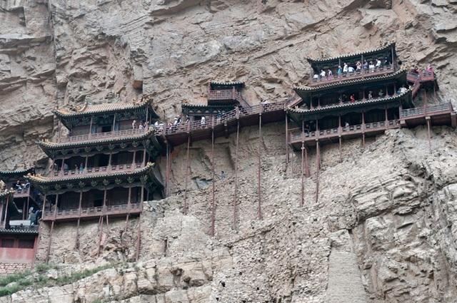Bí ẩn về ngôi chùa 1500 năm tuổi nằm chênh vênh giữa hẻm núi dựng đứng - 5