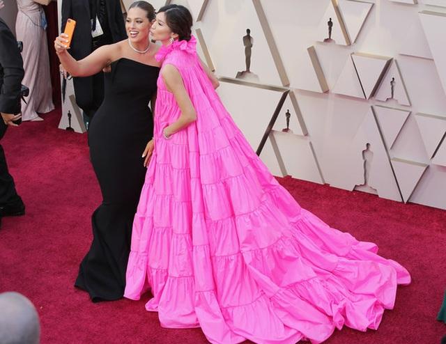 Minh tinh Hollywood khoe váy áo lộng lẫy trên thảm đỏ Oscar 2019 - 43