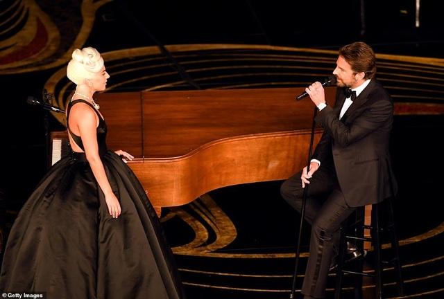 Fans phát sốt vì màn diễn tình tứ của Lady Gaga và Bradley Cooper - 8