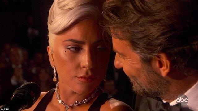 Fans phát sốt vì màn diễn tình tứ của Lady Gaga và Bradley Cooper - 4