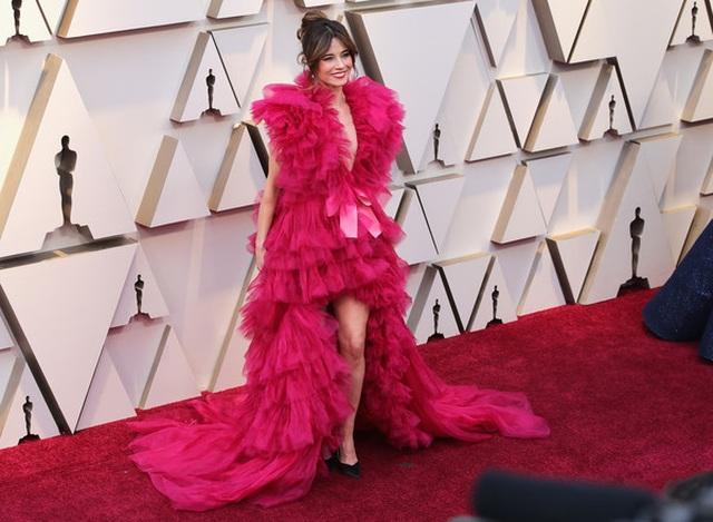 Minh tinh Hollywood khoe váy áo lộng lẫy trên thảm đỏ Oscar 2019 - 39