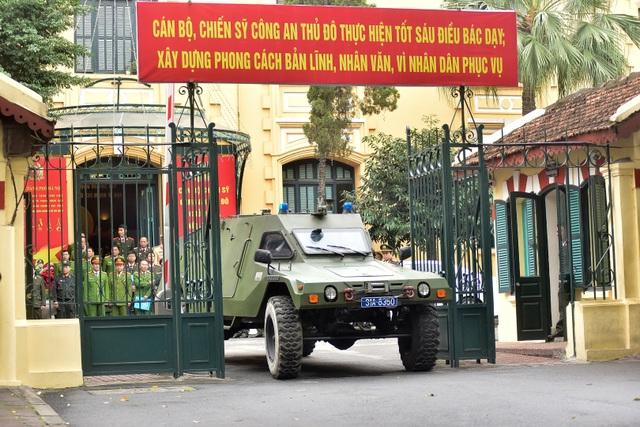 Dàn xe đặc chủng bảo vệ thượng đỉnh Mỹ - Triều diễu hành trên đường Hà Nội - 3