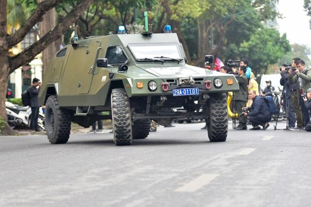 Dàn xe đặc chủng bảo vệ thượng đỉnh Mỹ - Triều diễu hành trên đường Hà Nội - 11