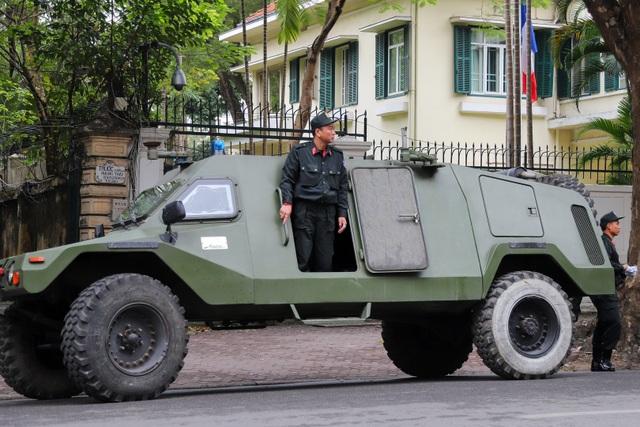 Dàn xe đặc chủng bảo vệ thượng đỉnh Mỹ - Triều diễu hành trên đường Hà Nội - 5