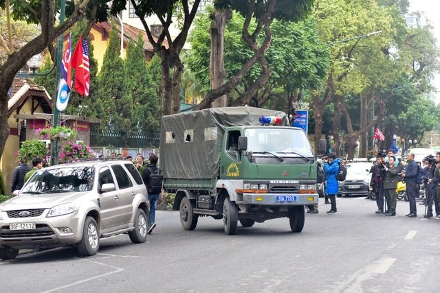 Dàn xe đặc chủng bảo vệ thượng đỉnh Mỹ - Triều diễu hành trên đường Hà Nội - 8