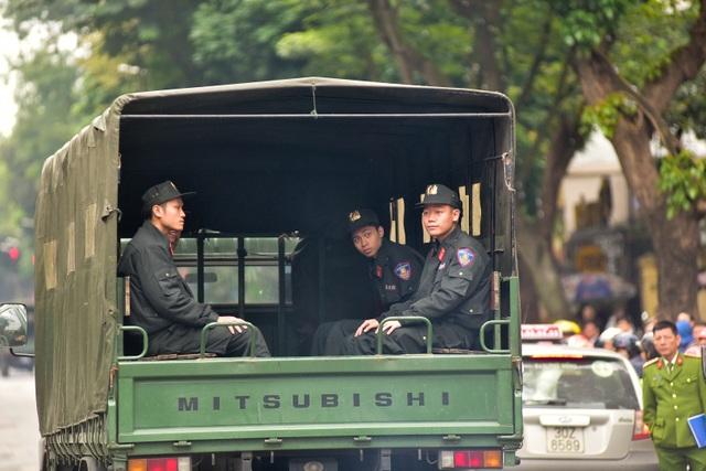 Dàn xe đặc chủng bảo vệ thượng đỉnh Mỹ - Triều diễu hành trên đường Hà Nội - 9