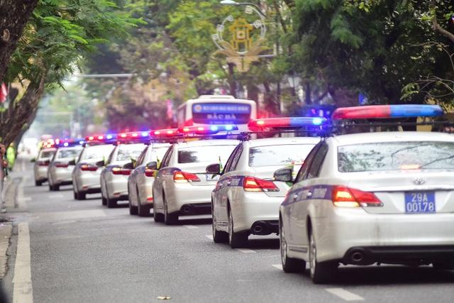 Dàn xe đặc chủng bảo vệ thượng đỉnh Mỹ - Triều diễu hành trên đường Hà Nội - 2