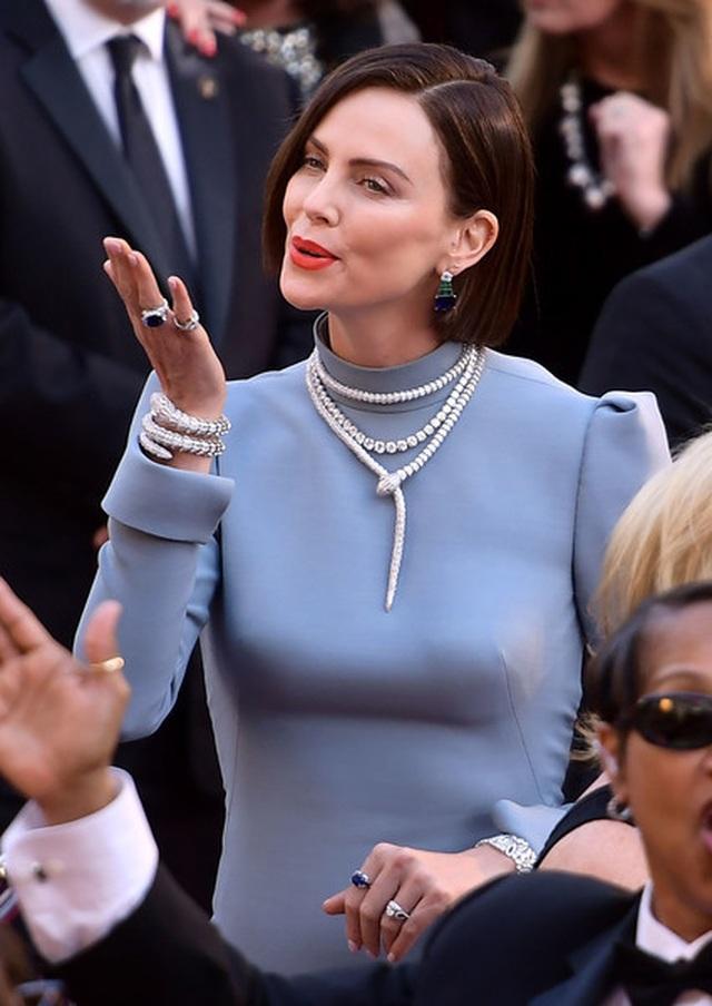 Minh tinh Hollywood khoe váy áo lộng lẫy trên thảm đỏ Oscar 2019 - 47