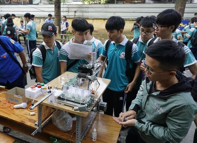 Trường ĐH đầu tiên đào tạo miễn phí về robot và trí tuệ nhân tạo - 1