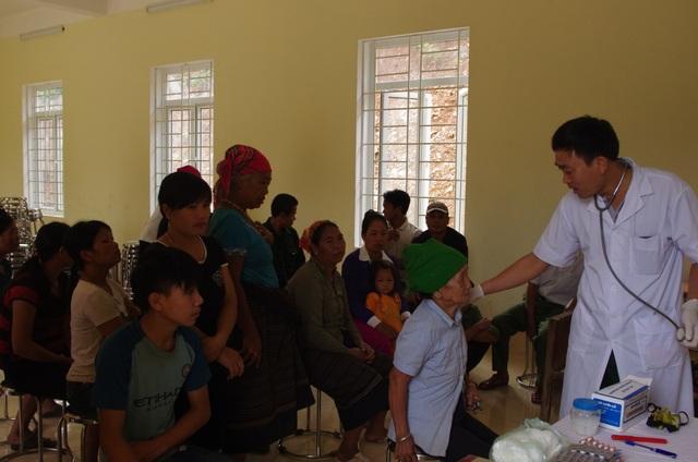Người bác sĩ tận tụy với người dân hai bên biên giới Việt - Lào - 2
