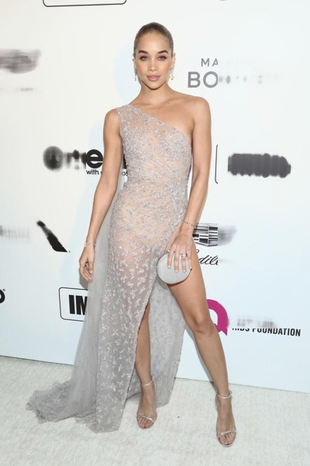 Jasmine Sanders đẹp như mộng với váy màn tuyn - 10