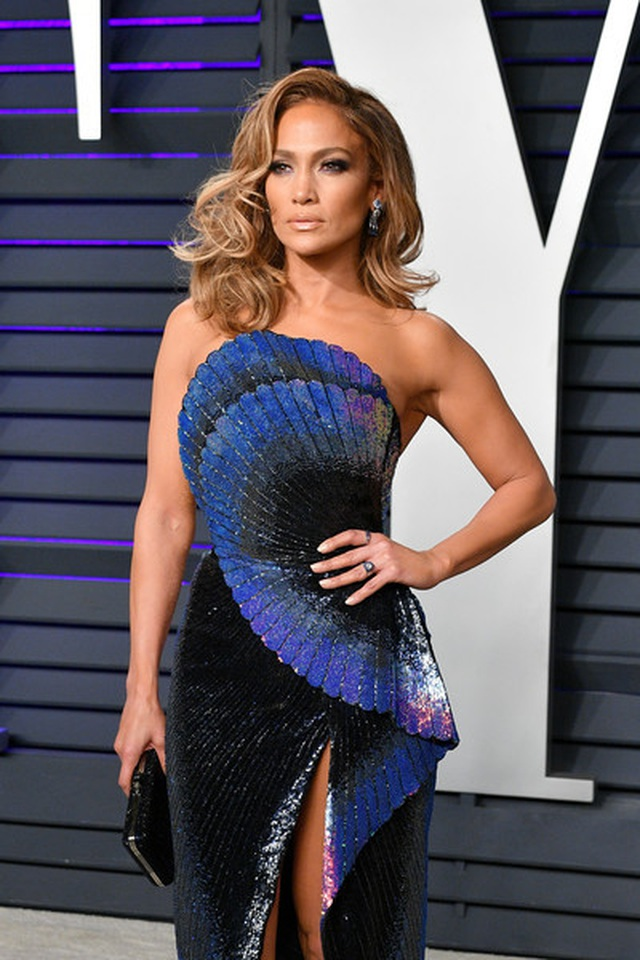 Jennifer+Lopez+2019+Vanity+Fair+Oscar+Party+RO-A5JclN1Al.jpg