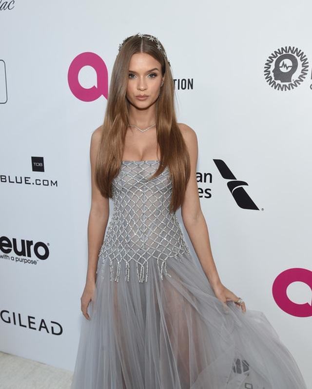 Jasmine Sanders đẹp như mộng với váy màn tuyn - 17