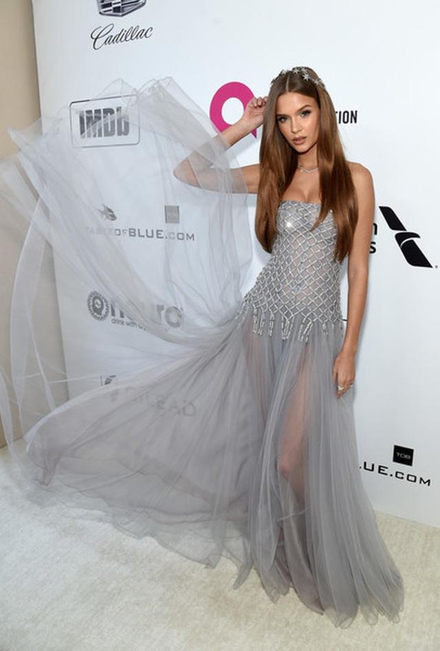 Jasmine Sanders đẹp như mộng với váy màn tuyn - 16