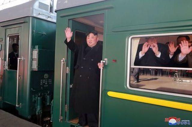 Chủ tịch Triều Tiên tới ga Đồng Đăng, lên ô tô về Hà Nội - 21