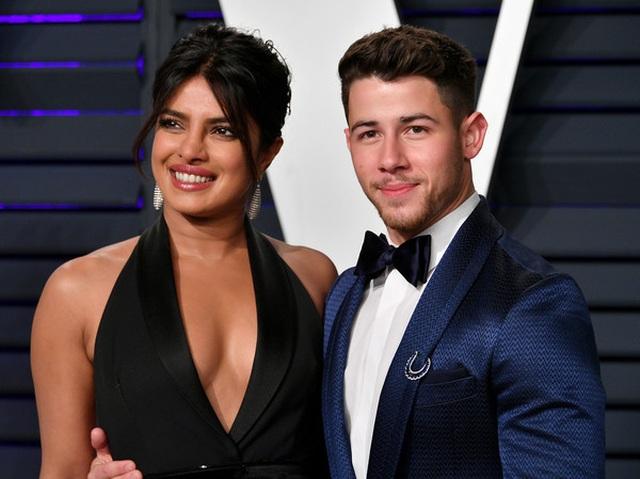Nick+Jonas+2019+Vanity+Fair+Oscar+Party+Hosted+dh_NzES8Tb3l.jpg