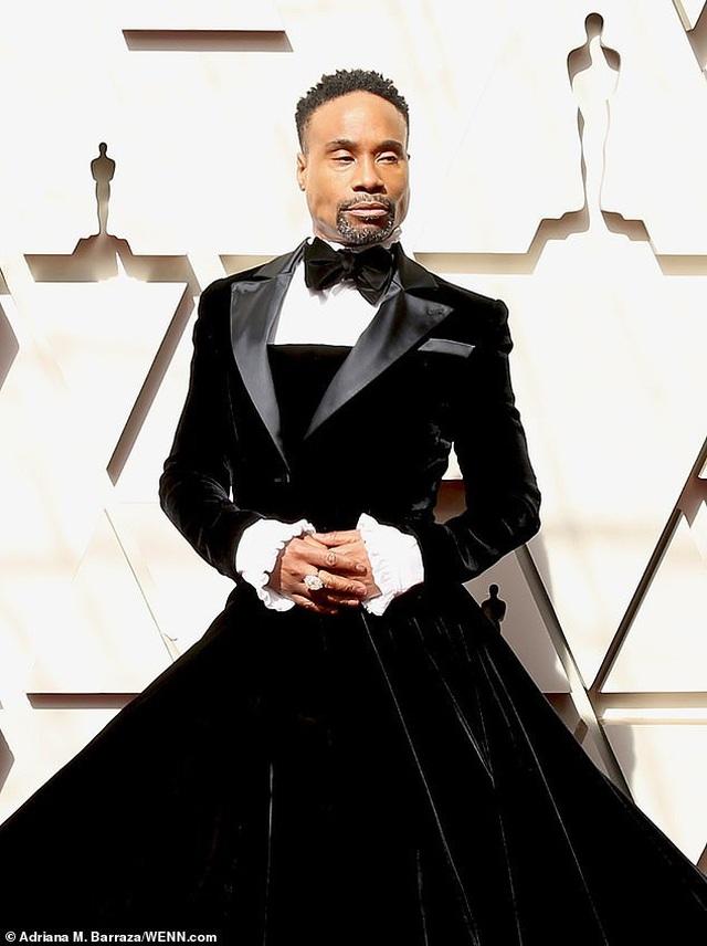 Nam diễn viên Billy Porter gây choáng khi mặc váy dự Oscar - 1