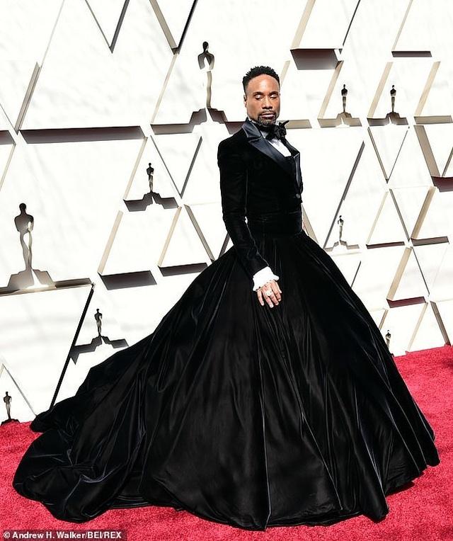 Nam diễn viên Billy Porter gây choáng khi mặc váy dự Oscar - 2