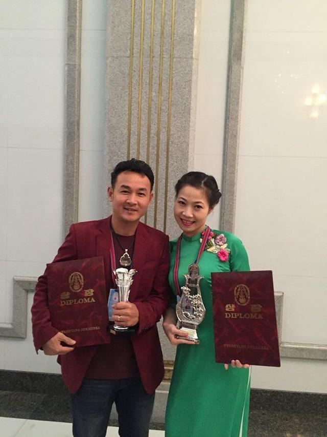 Nghệ sĩ xiếc Phương linh và nghệ sĩ Minh Trang, đại diện nhóm múa Nhà hát nhạc vũ kịch