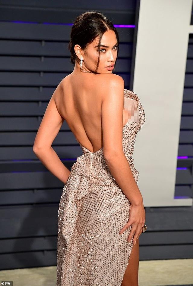 Shanina Shaik lộ hàng trong tiệc Oscar - 6