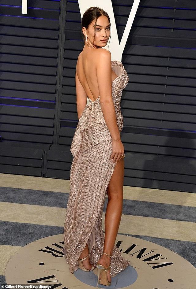 Shanina Shaik lộ hàng trong tiệc Oscar - 4