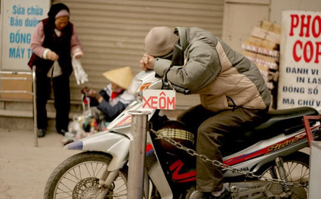 xe-om-quan-cocvao-tam-ngam-thue-thu-nhap-ca-doi-cua-ho-khong-bang-tien-lang-phi-tham-nhung-bb-baaac15tdm-15507467753711627100400-crop-15507467799181977699720.jpg