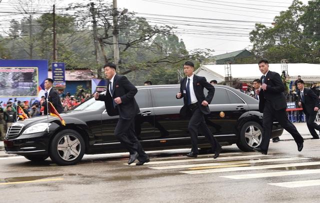 Điều ít biết về tài xế từng lái siêu xe chở ông Kim Jong-un tại thượng đỉnh với ông Trump - 7