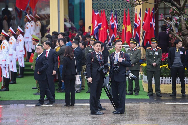 Chủ tịch Triều Tiên tới ga Đồng Đăng, lên ô tô về Hà Nội - 9