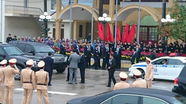 Chủ tịch Triều Tiên tới ga Đồng Đăng, lên ô tô về Hà Nội - 10