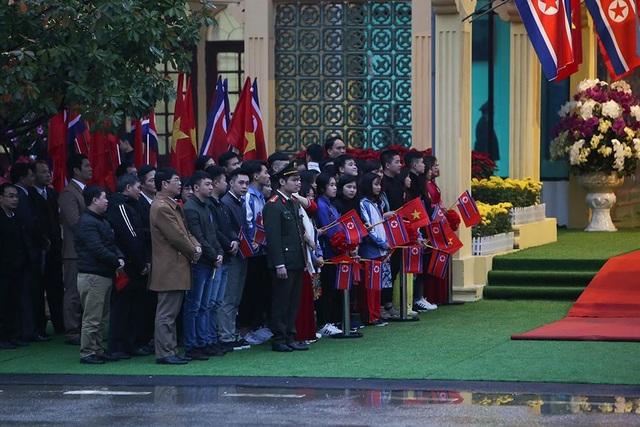 Chủ tịch Triều Tiên tới ga Đồng Đăng, lên ô tô về Hà Nội - 19