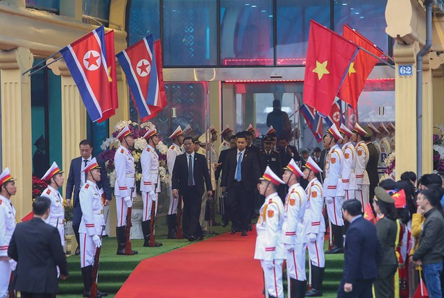 Chủ tịch Triều Tiên tới ga Đồng Đăng, lên ô tô về Hà Nội - 5