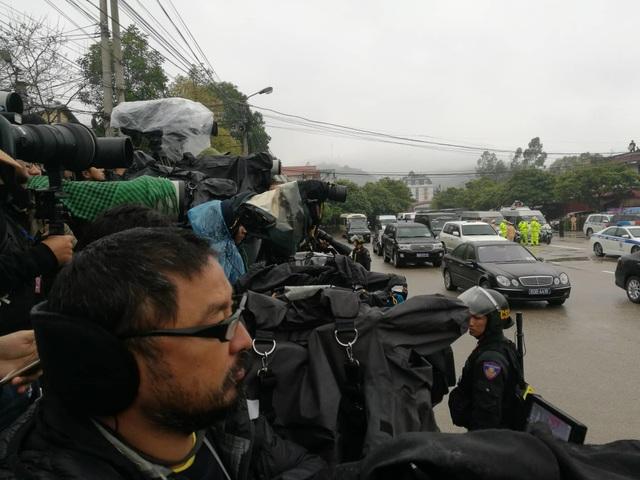 Chủ tịch Triều Tiên tới ga Đồng Đăng, lên ô tô về Hà Nội - 12