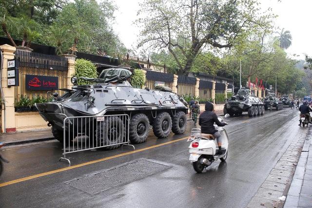 Siết chặt an ninh tại đường Lý Thường Kiệt trước giờ đón Chủ tịch Triều Tiên Kim Jong-un - 13