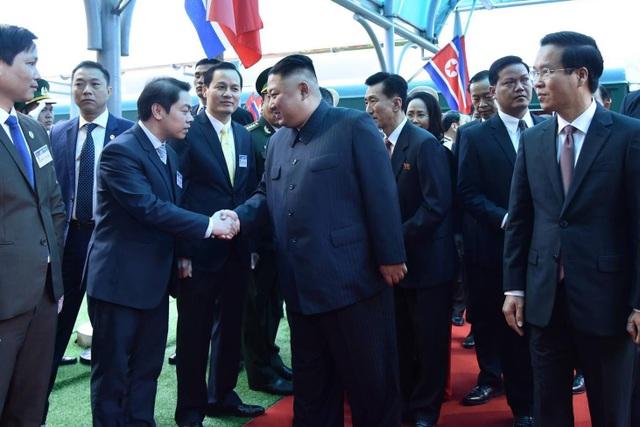 Những hình ảnh đầu tiên của Chủ tịch Triều Tiên Kim Jong-un tại Việt Nam - 5