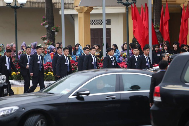 Chủ tịch Triều Tiên tới ga Đồng Đăng, lên ô tô về Hà Nội - 7